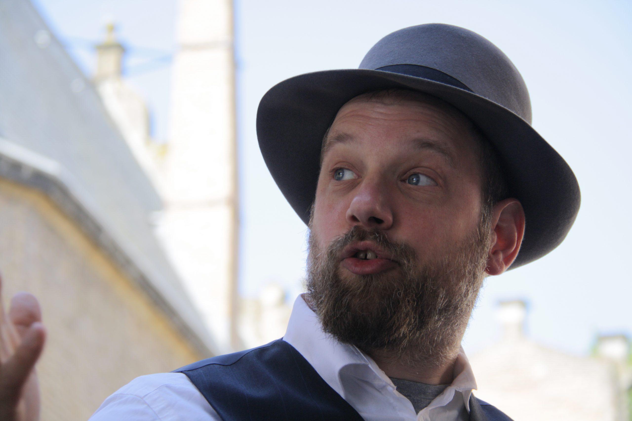 StoryTrail stadswandeling met verteller Hildebrand Vertelt verhalen.